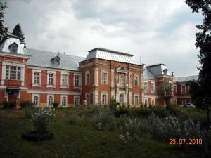 Бывшее главное здание усадьбы